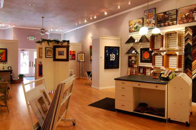 four-corners-custom-framing-art-gifts-shopping-retail-downtown-huntington-indiana