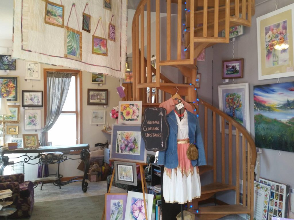 tree-of-life-gallery-art-paintings-vintage-clothing-boutique-shopping-roanoke-indiana-huntington-county